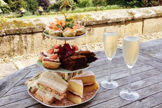Prosecco Afternoon Tea for 3